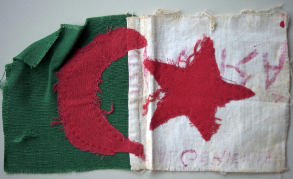 drapeau-cousu-main-archives-andre-montagne