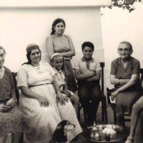 Femmes-thé-ArchivesPrivées-M.Bernard