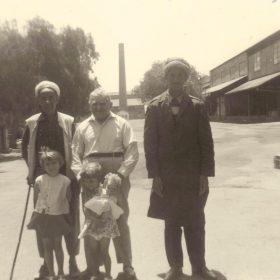 grd.Père.et.gardiens-usine-ArchivesPrivées-M.Bernard